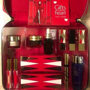 Estée Lauder - Gifts to Win her Heart